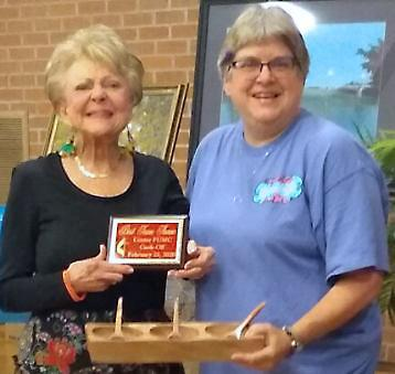Best Decorated Table Space — Team Not Wolf Brand Chili, presented by Becky Parait to— Donna Holt.