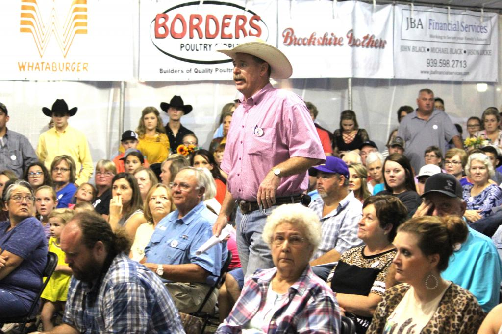 Broiler show auction action from 2018.
