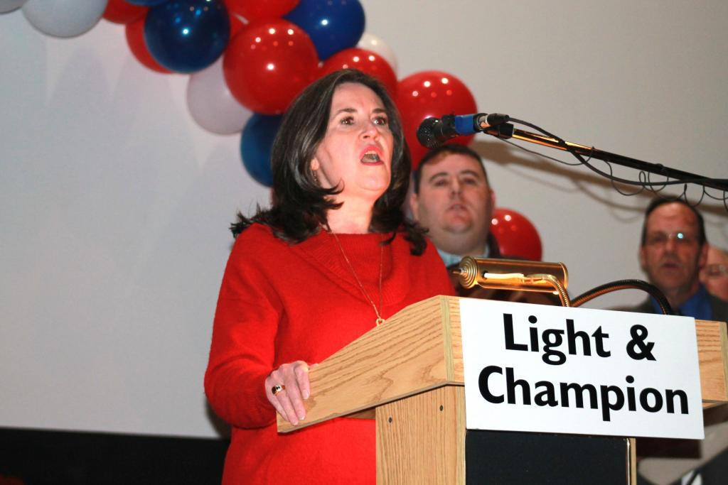 """Center Mayor Pro Tem Leigh Porterfield led the singing of the """"Star Spangled Banner."""""""