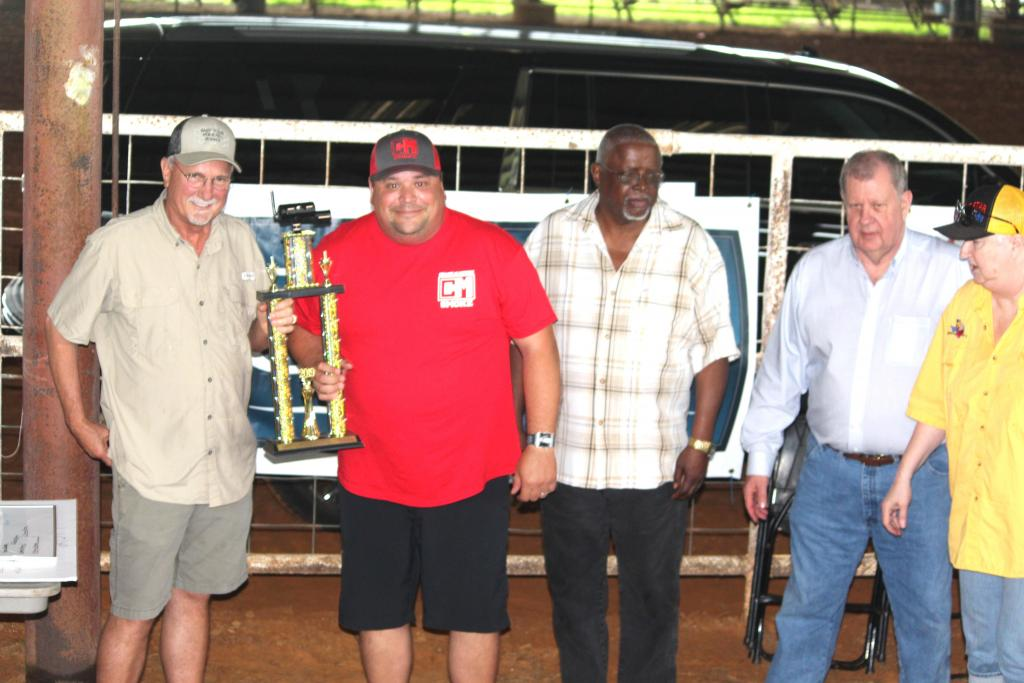 Runnerup Grand Champion was Shawn Moore, second from left, seen with Howell Howard, left, Jerry Lathan, Mayor David Chadwick and Deborah Chandler, judging coordinator.