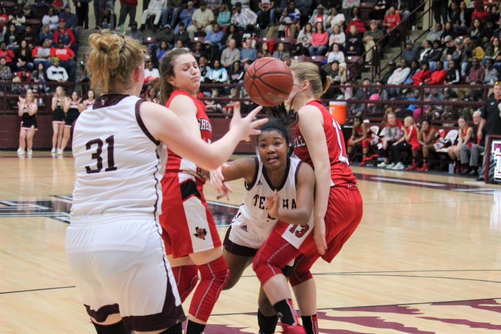 Tenaha Lady Tiger Kamari Gray squeezes between two Shelbyville defenders to deliver a pass to teammate Addy Duncan. (Photo by Taylor Bragg, Freelance Photographer)