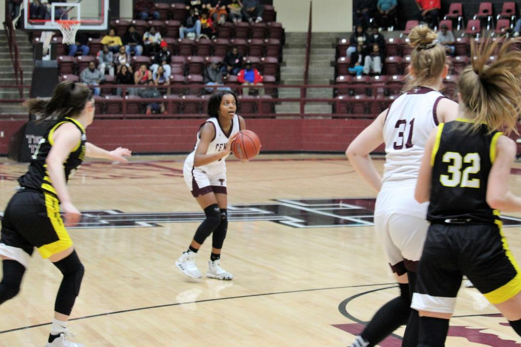 Lucy Giles of Tenaha prepares to pull up for another three-pointer. Giles added 12 points against the Lady Bears, all from three-point range. (Photo by Taylor Bragg, Freelance Photographer)
